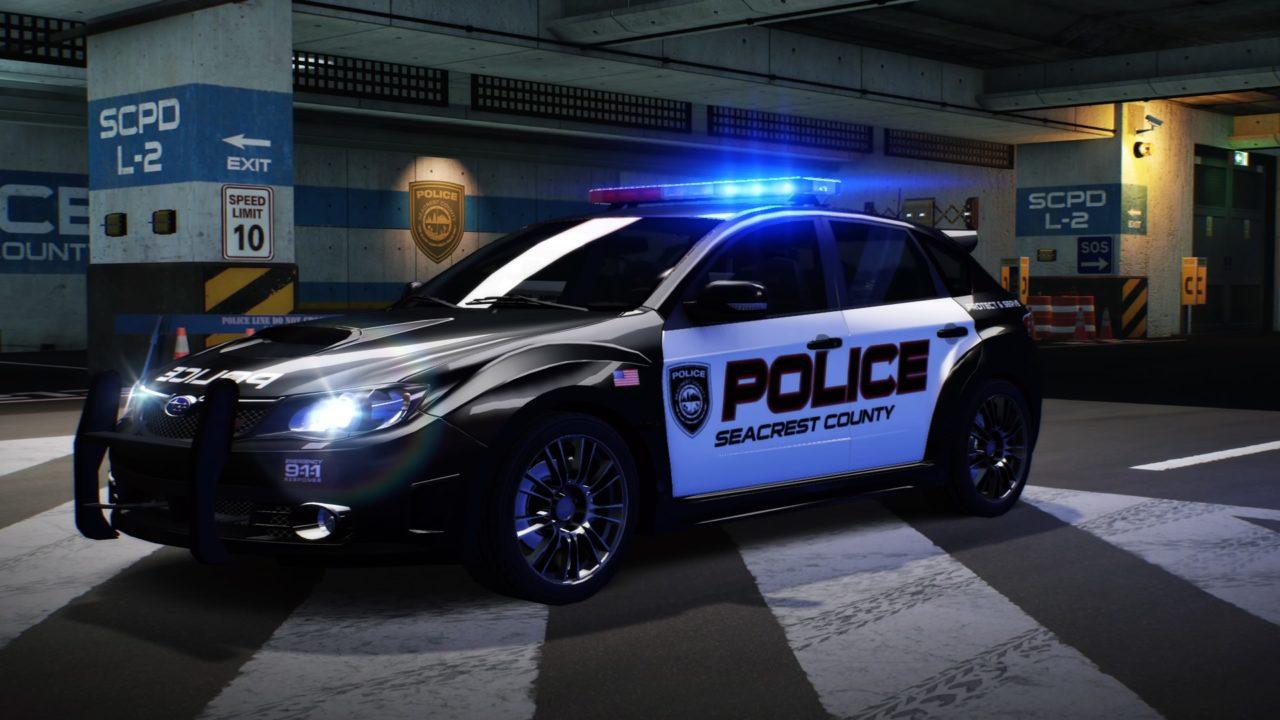 Carro de polícia na garagem