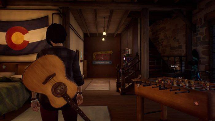 Alex carrega seu violão